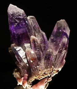 cristal d'amétyste pierre violette de lithothérapie