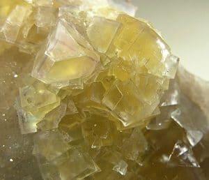 Fluorite jaune brute